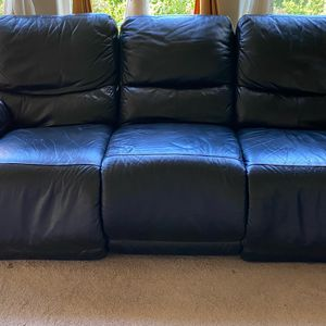 Leather Couch (need to go) for Sale in Beaverton, OR
