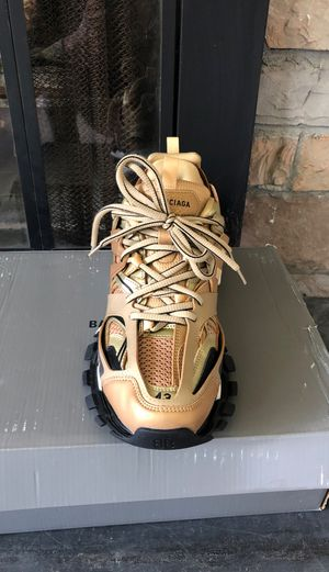 BALENCIAGA TRACK S SIZE 43 NEED GONE TODAY NEVER WORN $500 THE LOWEST SERIOUS PEOPLE ONLY PLEASE for Sale in Fort Washington, MD