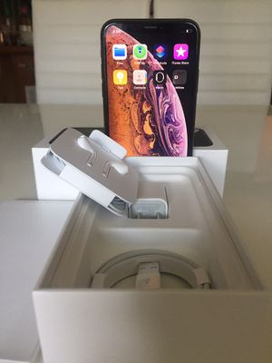 New condition factory unlocked iPhone X S Max 64 gb w/ warranty for Sale in Tacoma, WA