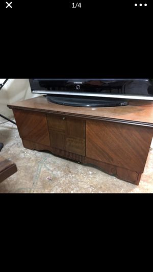 Cedar chest for Sale in Beavercreek, OR