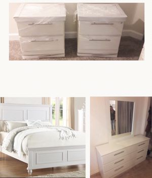 New white Or black 5 pc queen bedroom set. Queen bed frame. Two nightstands. Dresser. Mirror. Delivery available for Sale in West Palm Beach, FL