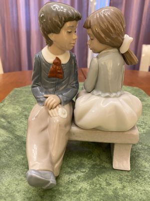 FIRST LOVE COUPLE ON BENCH PORCELAIN FIGURINE GIRL AND BOY. NAO BY LLADRO #1136 for Sale in Los Angeles, CA