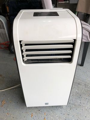 Kenmore Portable Air Conditioner (Size 31H x 14W x 14D) for Sale in Chicago, IL