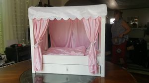 Emily Rose canopy bed for Sale in Fresno, CA
