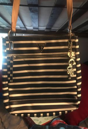 Guess bag for Sale in Lakewood, CA