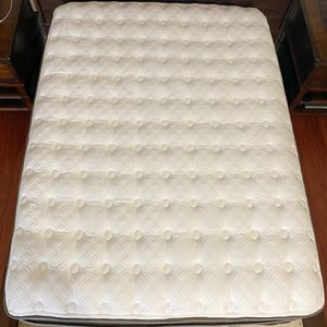 Stearns & Foster Full Mattress With Box Spring for Sale in Portland, OR