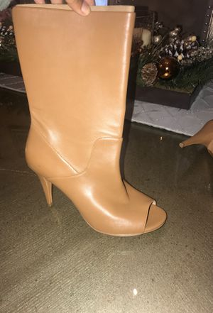 Michael kors heels i have size 7 and 8 women's for Sale in Riverside, CA