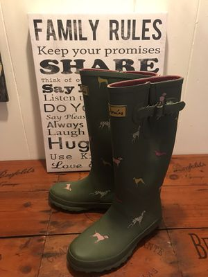 Woman's rain boots size 6 for Sale in Clearwater, FL