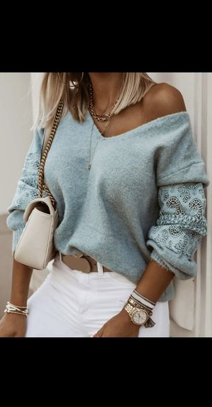 Sweater for Sale in Wichita, KS