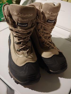 Columbia insulated boots for Sale in York, PA