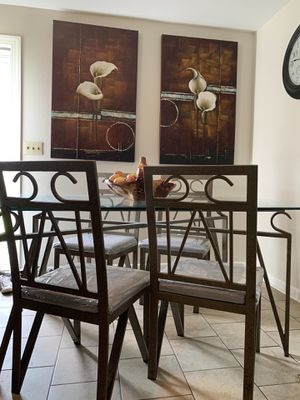Glass top dinning room set. for Sale in Murfreesboro, TN
