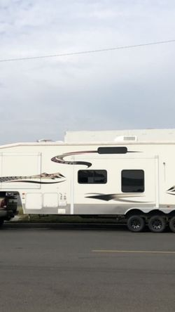 2006 Keystone Raptor 38ft Toy hauler for Sale in Santa Ana,  CA