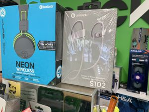 Wireless headphones for Sale in Richmond, CA