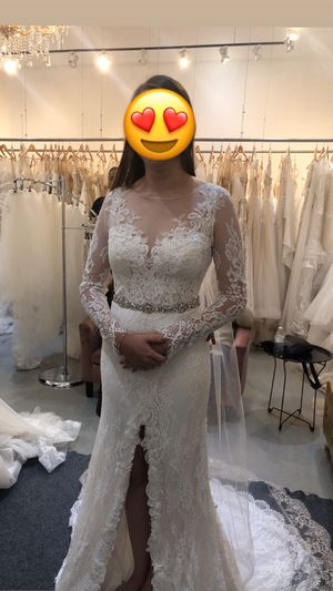 Brand new unaltered wedding dress for Sale in Corona, CA