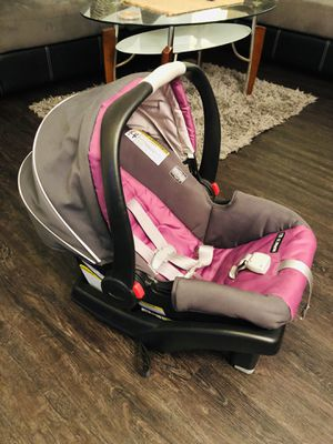 Graco car seat with adjustable base for Sale in Waipahu, HI