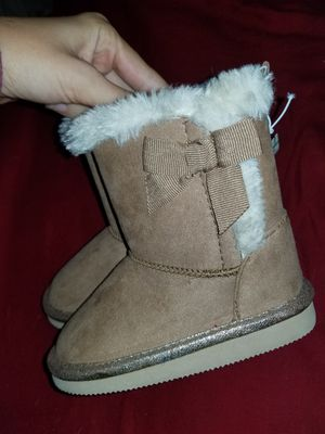 Girls boots faux fur brand new size 7 for Sale in Wahiawa, HI