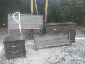 Queen bedroom set. for Sale in Jonesboro, GA