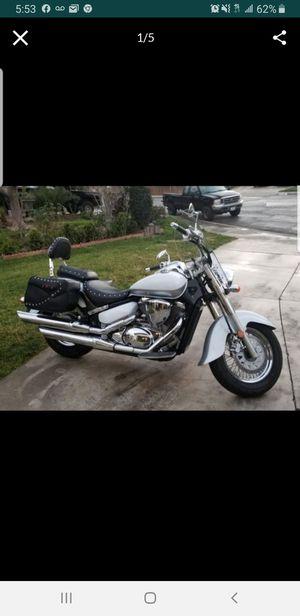 2013 Suzuki Boulevard Motorcycle 800 cc for Sale in Moreno Valley, CA