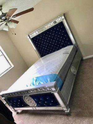 Queen bed frame for Sale in Hollywood, FL