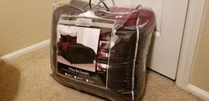 10 piece Maroon and Black Comforter set for Sale in Phoenix, AZ