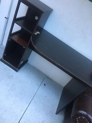Free desk!!! for Sale in Miami, FL