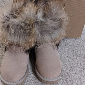real fox fur ugg size 6 sand color for Sale in San Jose, CA