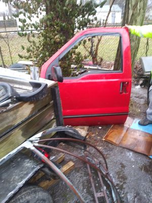 03 super duty parts doors rust free bed back glass fenders dash boared ect for Sale in Indianapolis, IN