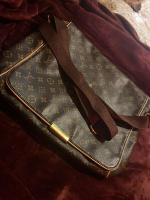 Louis Vuitton Side Bag for Sale in Highland, CA