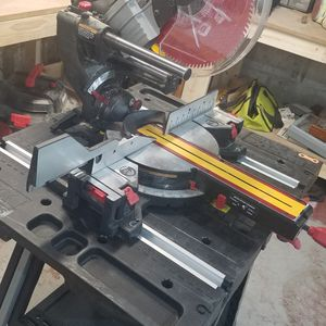 """Craftsman 10"""" sliding Mitresaw W/zero clearance for Sale in West Springfield, MA"""