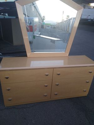 Bedroom set!!! Dressers and night stands for Sale in Las Vegas, NV
