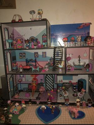 LOL doll house with dolls for Sale in Gresham, OR