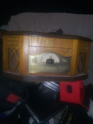 Emerson Home Stereo System with AM/FM Receiver, CD-R/RW Player, Cassette Player and Belt Drive Turntable $85.99 online used im asking fir $35.00 for Sale in Bakersfield, CA