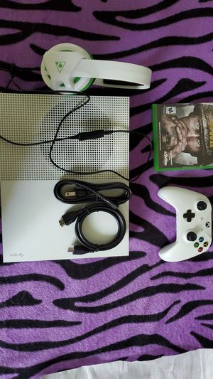 Xbox one S turtle beach headset with controller and a game for Sale in Costa Mesa, CA