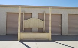 """Canopy Big post bed frame """"CaliKing"""" for Sale in Tempe, AZ"""
