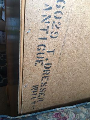 Vendo cama king size con mueble antiguo, lámpara y dos cubrecamas todo por $300 o la mejor oferta for Sale in Raleigh, NC