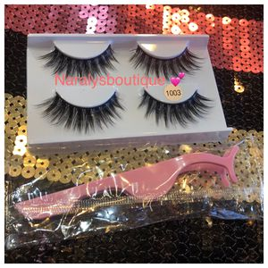 2 Pairs of lashes +1 pink lashes aplicator ✨ for Sale in Palmdale, CA