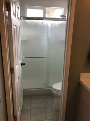 Rain pattern shower doors for Sale in Chula Vista, CA