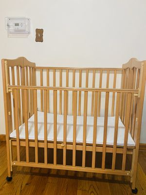 Baby small crib for Sale in Brooklyn, NY