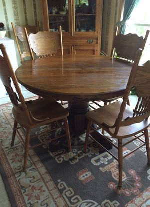 Dining Table/six chairs for Sale in Carbondale, IL