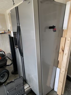 Refrigerator free for Sale in Richmond, KY