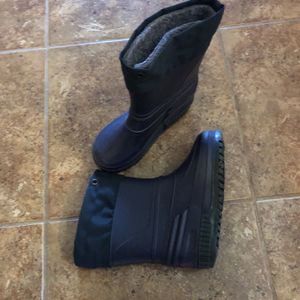 Kids Snow Boots Size 9 for Sale in Henderson, NV