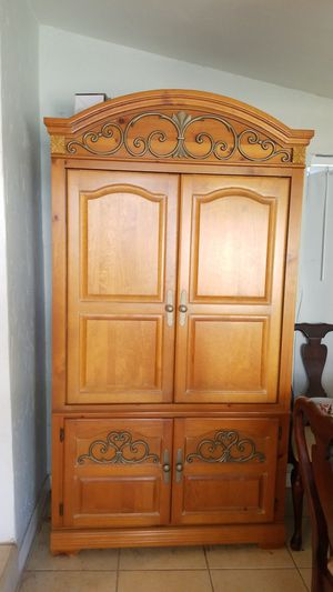 TV Armoire. Make me an offer for Sale in St. Petersburg, FL
