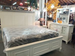Beautiful white bedroom set ♡♡♡ solid wood the best quality !! for Sale in Bakersfield, CA