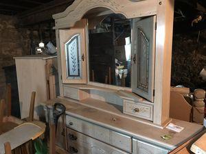 Free bedroom set for Sale in West Hartford, CT