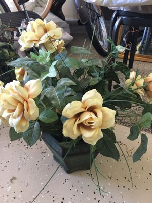 Yellow flower bouquet fake plant home decor for Sale in Murrieta, CA