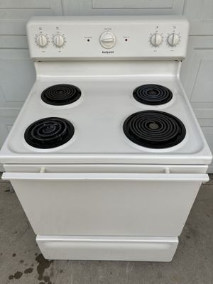 Hot point stove 30 day warranty for Sale in Madera, CA
