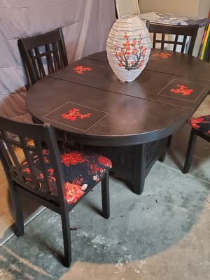 kitchen table and chairs for Sale in Hesperia, CA