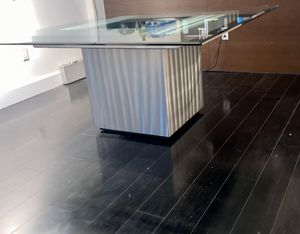 Modern dining room table for Sale in Miami, FL