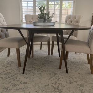 "60"" Round Dining Table for Sale in Chandler, AZ"