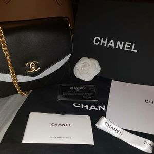 Chanel crossbody flap bag for Sale in Orange, CA